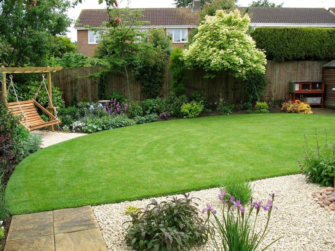 "<p>Even though the new lawn sweeps stylishly around the garden, the right side of the yard isn't completed as of yet – there's still a guinea pig hutch with a guinea pig inside that remains untouched from the old garden layout. </p><p>However, the rest of the garden enjoys a fresh and lush new look that is sure to entice even the most dedicated homebody to spend more time outdoors!</p><p>Tired of your garden's outdated look? Best check out these <a rel=""nofollow"" href=""https://www.homify.co.uk/ideabooks/3832461/17-low-maintenance-landscaping-ideas-for-your-garden"">17 low-maintenance landscaping ideas for your garden</a>.</p>  Credits: homify / Jane Harries Garden Designs"