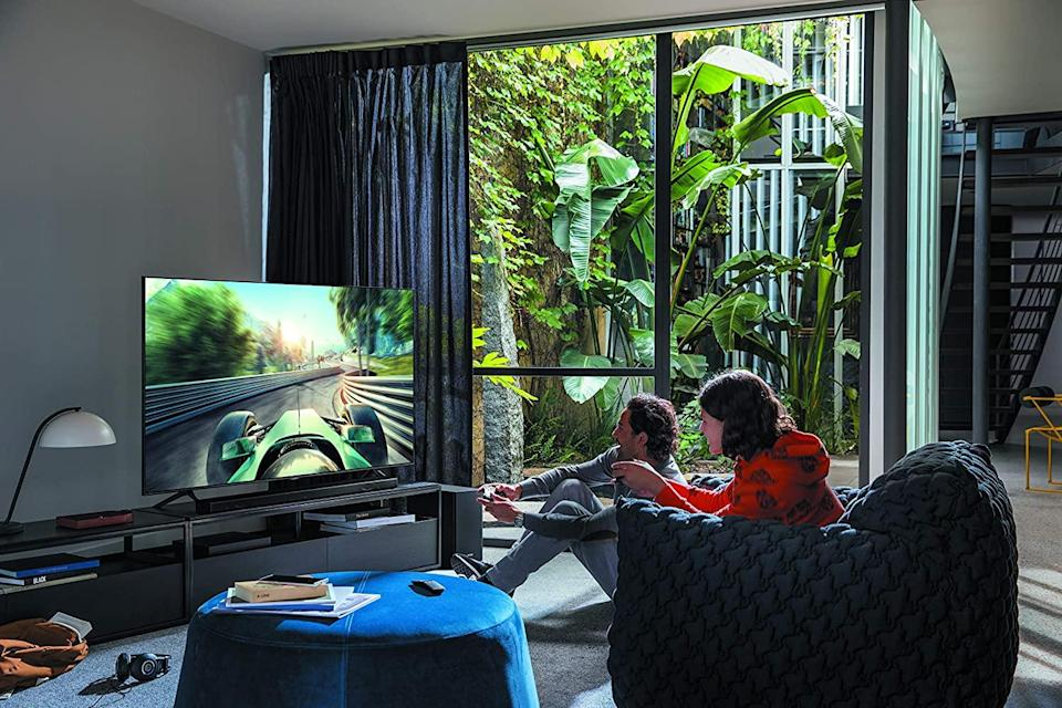 Get this stunning Samsung 55-inch 4K TV for just $900. (Photo: Amazon)