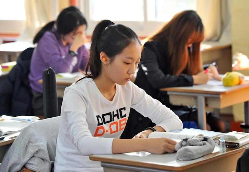 South Korean students prepare to take the feared College Scholastic Ability Test at a high school in Seoul on November 7, 2013 (AFP Photo/Jung Yeon-Je)