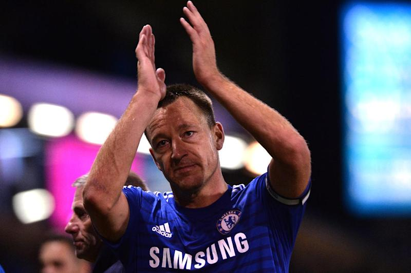 Chelsea's John Terry acknowledges supporters after the Premier League match against Burnley in Burnley on August 18, 2014 (AFP Photo/Paul Ellis)