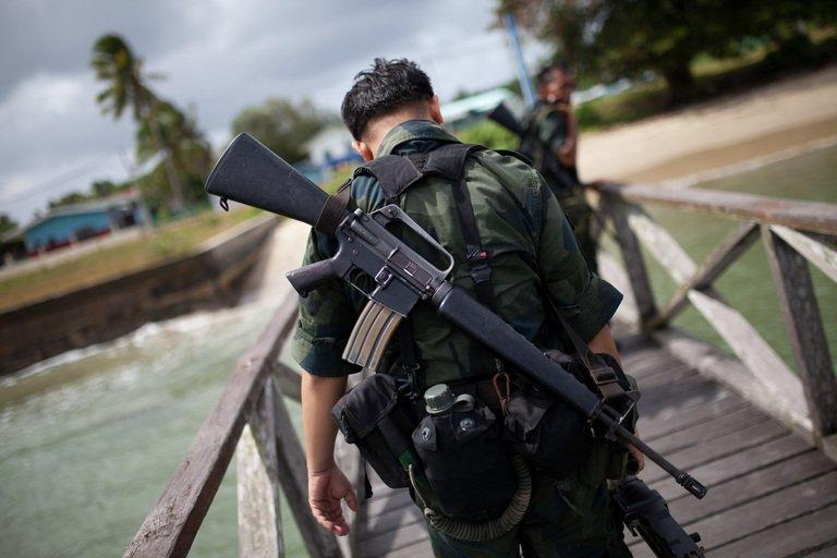 Malaysian armed policemen return from the sea patrol in Tanjung Labian near Lahad Datu, Borneo on February 16, 2013