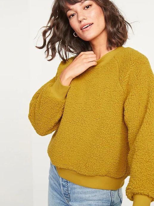"""This Loose Cozy Sherpa Sweatshirt for Women is available in sizes XS to XXL and nine colors. <a href=""""https://fave.co/36qx8cD"""" target=""""_blank"""" rel=""""noopener noreferrer"""">Get it on sale for 50% off (normally $35) at Old Navy.</a>"""