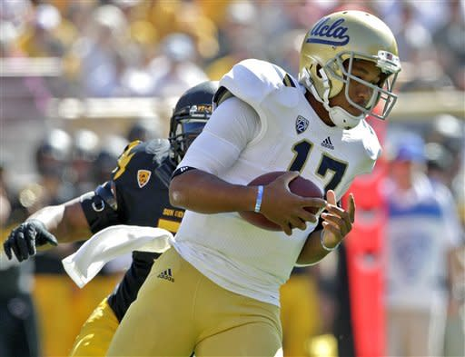 UCLA Bruins quarterback Brett Hundley (17) scrambles against Arizona State during the first half of an NCAA college football game, Saturday, Oct. 27, 2012, in Tempe, Ariz. (AP Photo/Matt York)