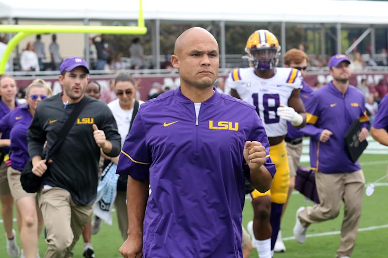 STARKVILLE, MS - OCTOBER 19: LSU Tigers defensive coordinator Dave Aranda during the game between the LSU Tigers and the Mississippi State Bulldogs on October 19, 2019 at Davis Wade Stadium in Starkville, Mississippi. (Photo by Michael Wade/Icon Sportswire via Getty Images)