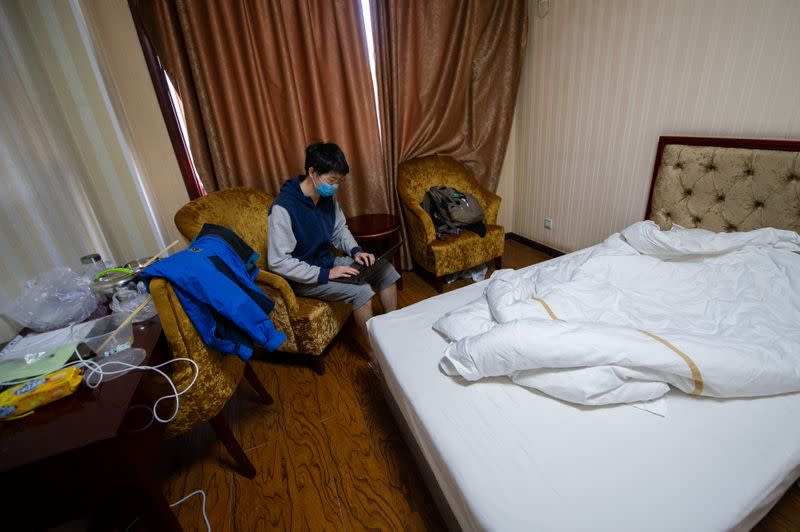 Chinese students flock home as coronavirus shuts Western campuses