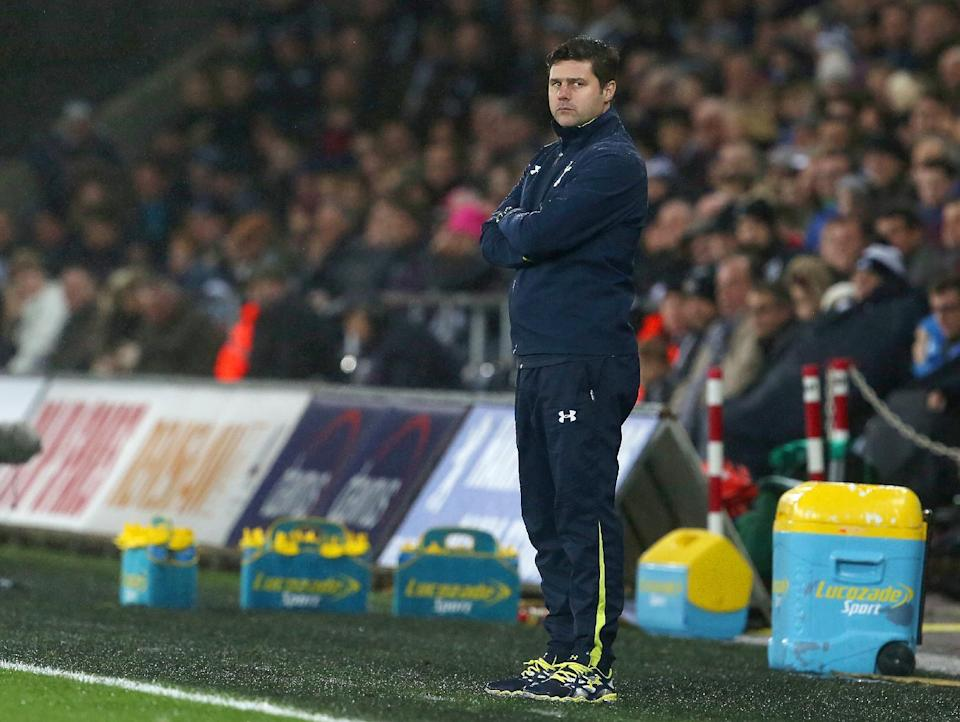 Tottenham Hotspur's coach Mauricio Pochettino looks on from the touchline during the English Premier League football match against Swansea City in Swansea on December 14, 2014 (AFP Photo/Geoff Caddick)