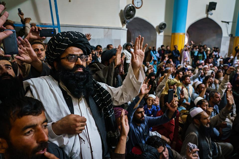 KABUL, AFGHANISTAN -- AUGUST 20, 2021: Afghans listen to Khalil al-Rahman Haqqani, a leader of the Taliban affiliated Haqqani network, brother of itÕs former leader Jalaluddin Haqqani, and a US designated terrorist with a five million dollar bounty on his head, give a sermon at the Pul-I-Khishti Mosque in Kabul, Afghanistan, Friday, Aug. 20, 2021. (MARCUS YAM / LOS ANGELES TIMES)