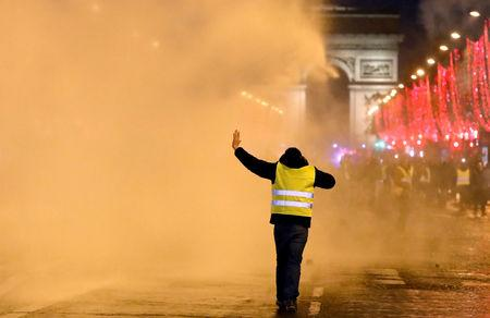 Death toll climbs to 10 in Yellow Vest protests