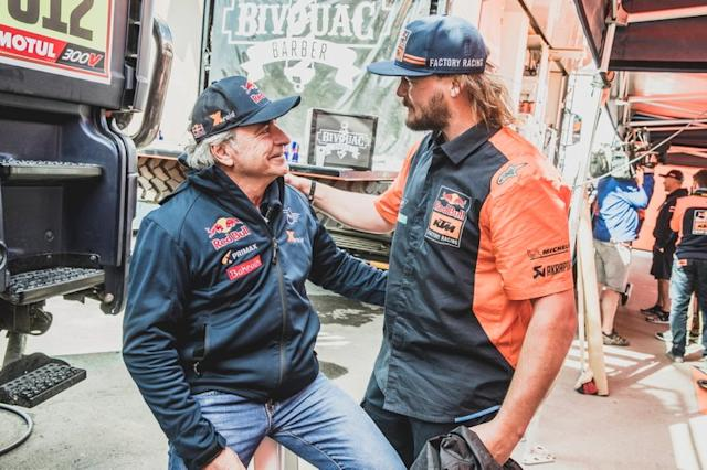 "#305 JCW X-Raid Team: Carlos Sainz, #1 Red Bull KTM Factory Racing: Toby Price <span class=""copyright"">Red Bull Content Pool</span>"