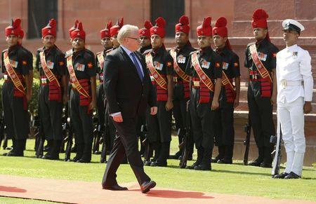 Swedish Defence Minister Peter Hultqvist (C) inspects an honour guard during his ceremonial reception in New Delhi, India, June 10, 2015. REUTERS/Adnan Abidi