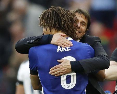 Britain Soccer Football - Tottenham Hotspur v Chelsea - FA Cup Semi Final - Wembley Stadium - 22/4/17 Chelsea manager Antonio Conte and Chelsea's Nathan Ake celebrate after the match  Action Images via Reuters / Carl Recine Livepic