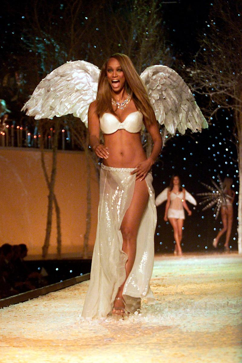 Tyra Banks als Victoria's Secret-Engel 2001 in New York. (Bild: Getty Images)