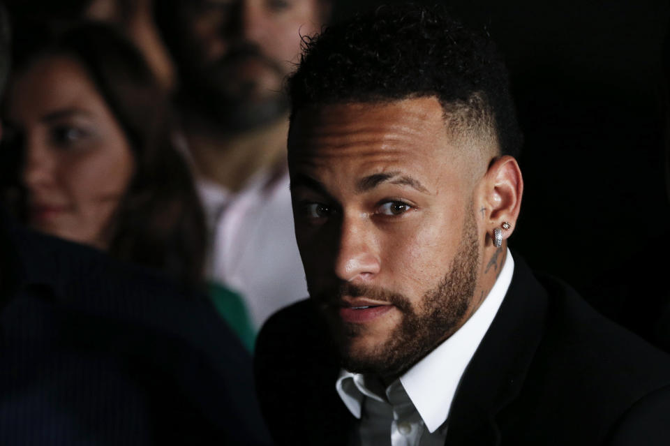 Brazilian football player Neymar (C) speaks to media members as he leaves on crutches from the Women's Defence Precinct in Sao Paulo, Brazil, on June 13, 2019, after testifying due to Brazilian Najila Trindade filed a complaint against him on May 31, saying he assaulted her after inviting her to visit him in Paris. - Brazilian police said on Thursday they had filed a defamation suit against the woman who has accused football star Neymar of rape, after she insinuated the force was corrupt. (Photo by Nelson Almeida / AFP)        (Photo credit should read NELSON ALMEIDA/AFP/Getty Images)