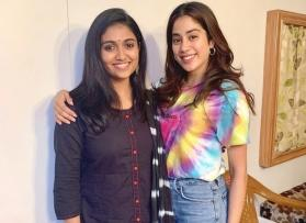 'Zingaat' Girls: Janhvi Kapoor enjoys her fan moment with Rinku Rajguru