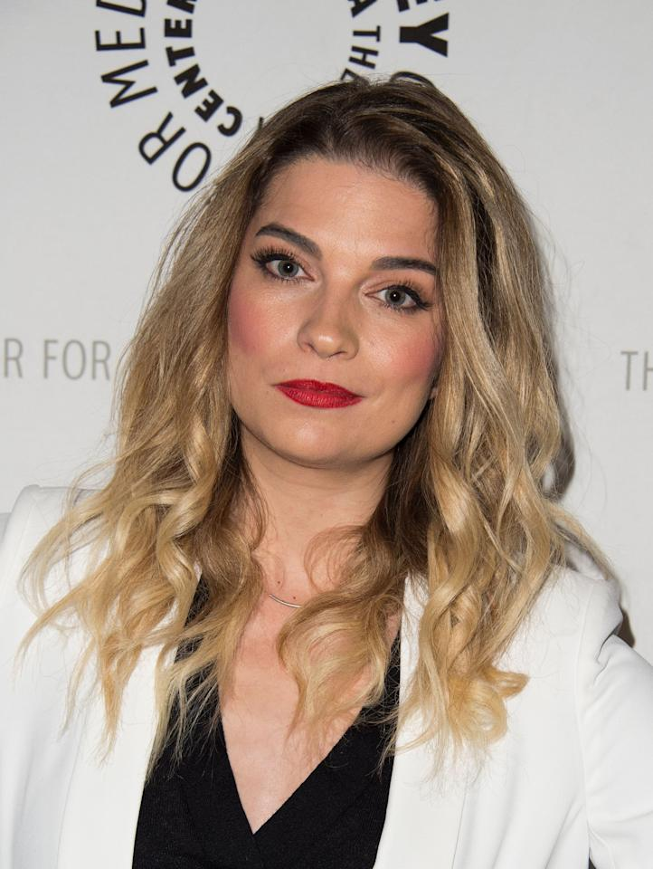 <p>Usually one to steer more toward natural colors, Annie Murphy went with extra rosy cheeks at this 2016 event, making her lipstick pop more.</p>