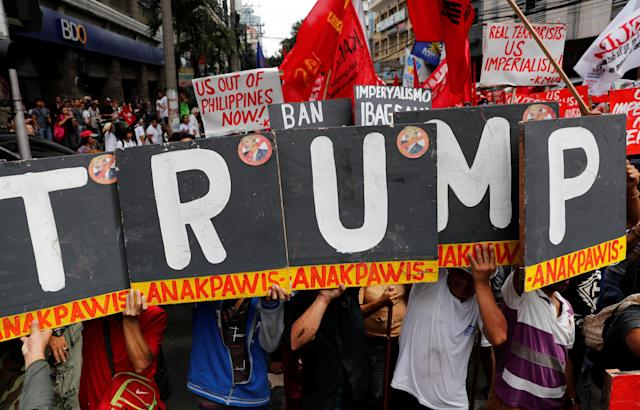 <p>Protesters march towards the U.S. Embassy during a rally against President Donald Trump's visit, in Manila, Philippines, Nov. 10, 2017. (Photo: Erik De Castro/Reuters) </p>