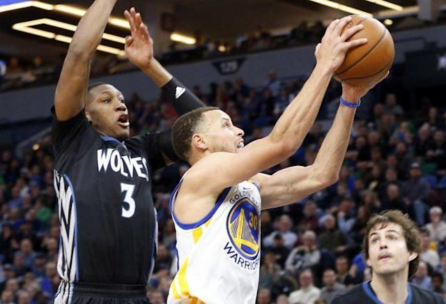 "<a class=""link rapid-noclick-resp"" href=""/nba/players/4612/"" data-ylk=""slk:Stephen Curry"">Stephen Curry</a> won't be playing in Saturday's big matchup with San Antonio. (AP)"