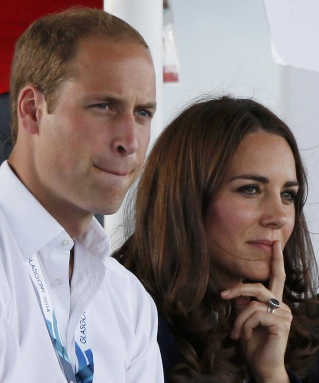 Catherine, Duchess of Cambridge, sits with her husband Prince William as they watch hockey at the 2014 Commonwealth Games in Glasgow, Scotland, July 28, 2014. REUTERS/Russell Cheyne (BRITAIN - Tags: SPORT FIELD HOCKEY ROYALS)