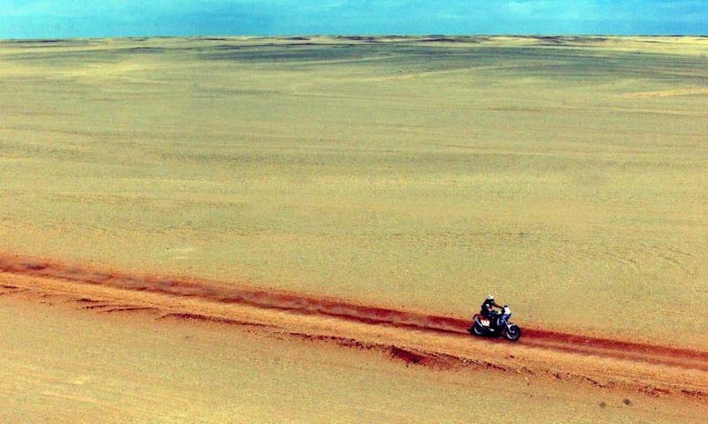 An unidentified Paris-Dakar-Cairo competitor rides through the Libyan desert during the 11th stage of the race between Sabha and Waw el Kebir, central Libya, Monday Jan.17, 2000. (AP PHOTO/Brunot Fablet/Presse sports) MAGAZINE OUT