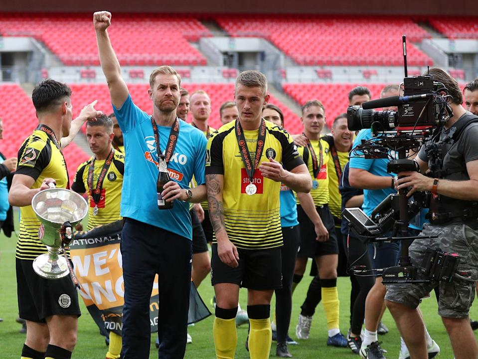 Harrogate Town coach Simon Weaver celebrates promotion to the Football League with his players (Getty Images)