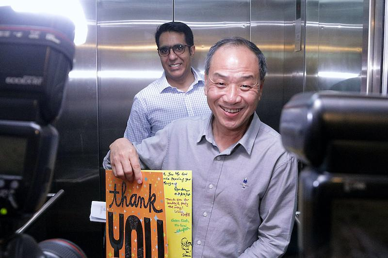 Outgoing Workers' Party chief Low Thia Khiang holds up a thank you card from supporters, as his successor Pritam Singh looks on at the party's HQ in Geylang Road, on 8 April 2018. (PHOTO: Dhany Osman/Yahoo News Singapore)