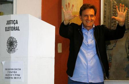 Senator Marcelo Crivella, candidate for Rio de Janeiro mayor, gestures to photographers after voting during the municipal elections at a polling station in Rio de Janeiro, Brazil, October 30, 2016. REUTERS/Ricardo Moraes