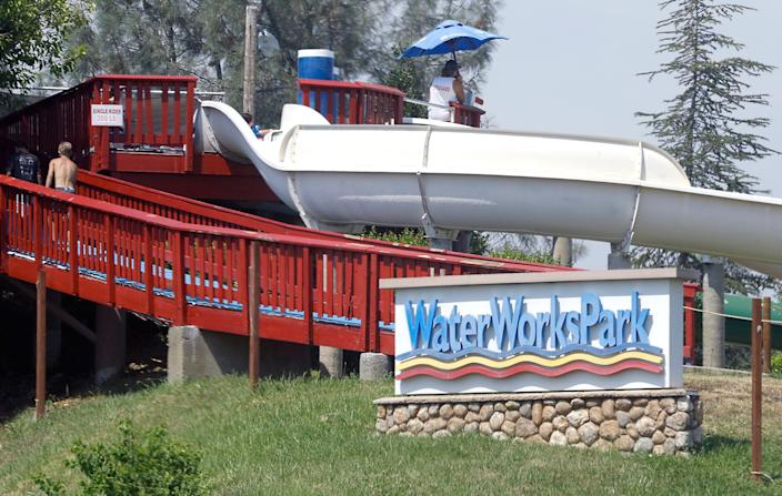 A Redding water park that had threatened to stay open in defiance of state orders closed down after all.