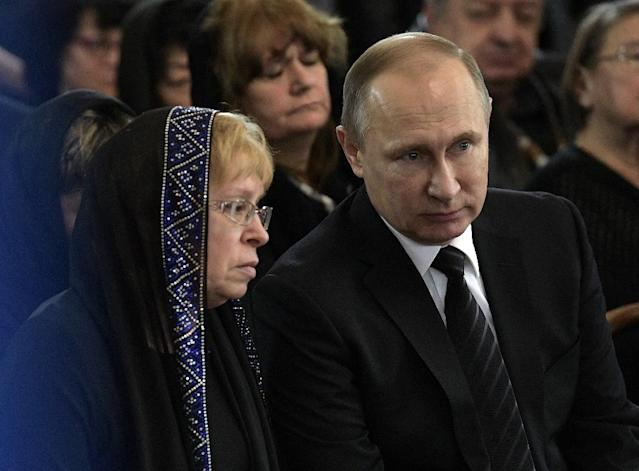 Russian President Vladimir Putin pictured with the widow of slain ambassador to Turkey Andrei Karlov during his funeral in Moscow on December 22, 2016 (AFP Photo/Aleksey Nikolskyi)