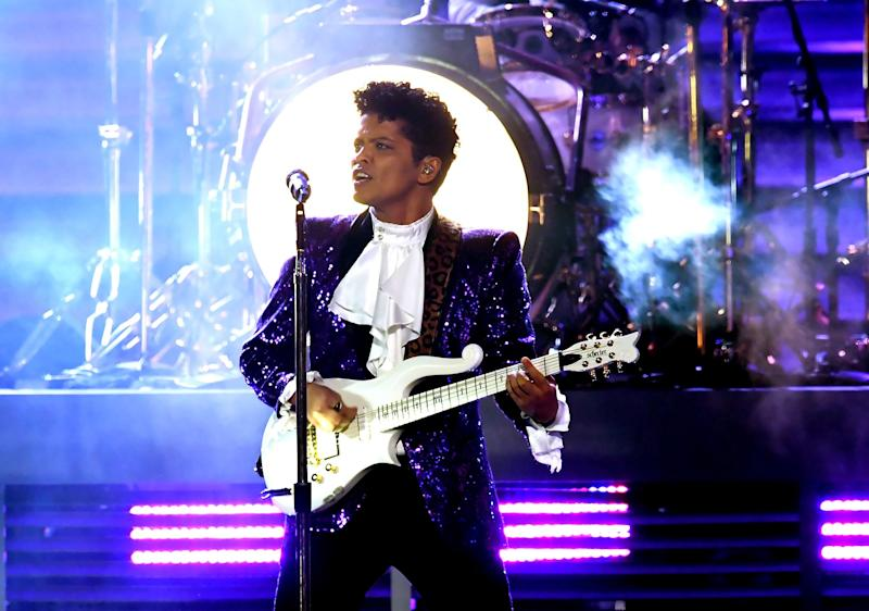 Bruno Mars Pays Perfect Tribute to Prince at Grammy Awards