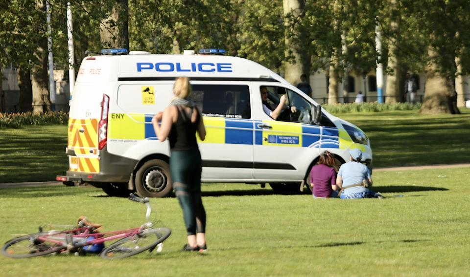 LONDON, UNITED KINGDOM - APRIL 25: Police officers warn people who are enjoying the sunny day despite the coronavirus (Covid-19) pandemic at Saint James Park in London, United Kingdom on April 25, 2020. (Photo by Hasan Esen/Anadolu Agency via Getty Images)