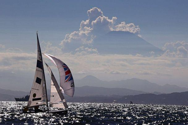PHOTO: Hannah Mills and Eilidh McIntyre of Britain are seen in action with Mount Fuji in the background on Aug. 4, 2021. (Carlos Barria/Reuters)