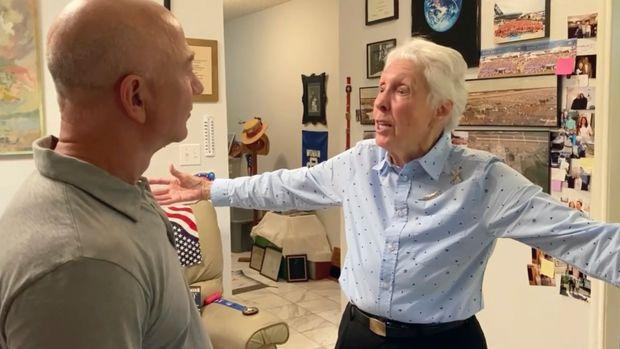 - 8b20bf6f90b6df0479d8fc1cbe7db178 - Meet Wally Funk (82), the oldest woman flying to space