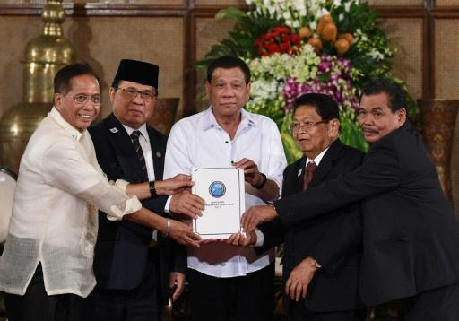 Philippines' Duterte offers Muslim self-rule to counter IS