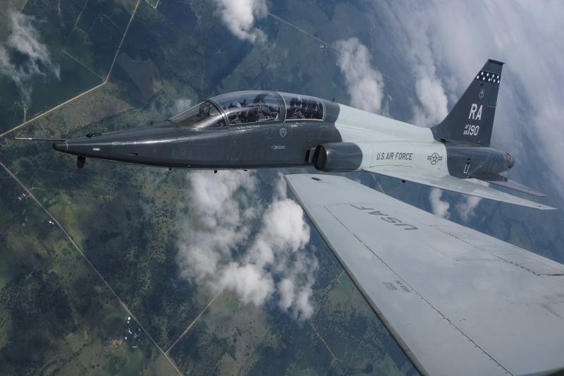 A T-38 Talon in flight.