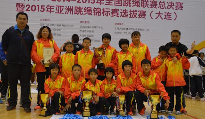 Lai Xuanzhi (left) with his coaching team and pupils at a national skipping competition in 2014. Photo: Lai Xuanzhi