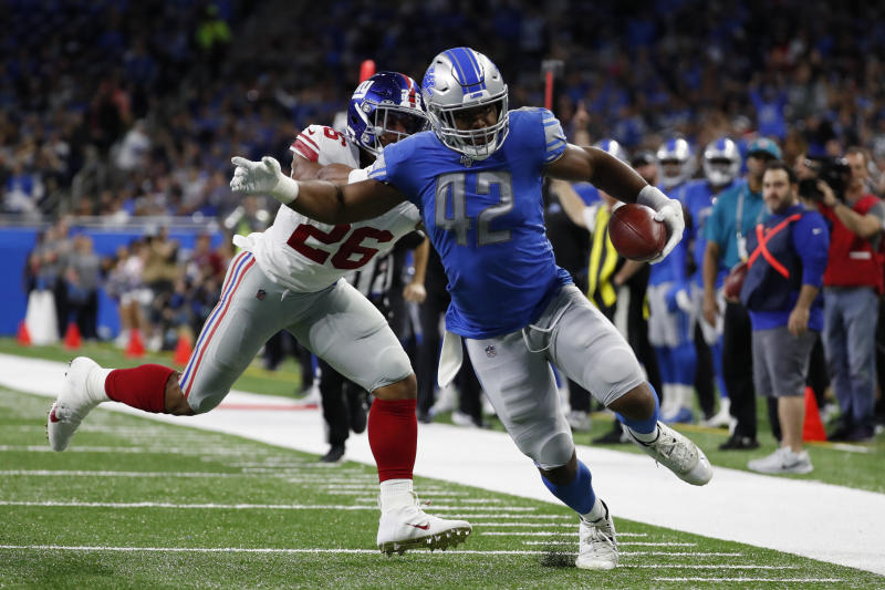 Detroit Lions linebacker Devon Kennard scores on a first-quarter fumble recovery against the New York Giants. (AP/Rick Osentoski)