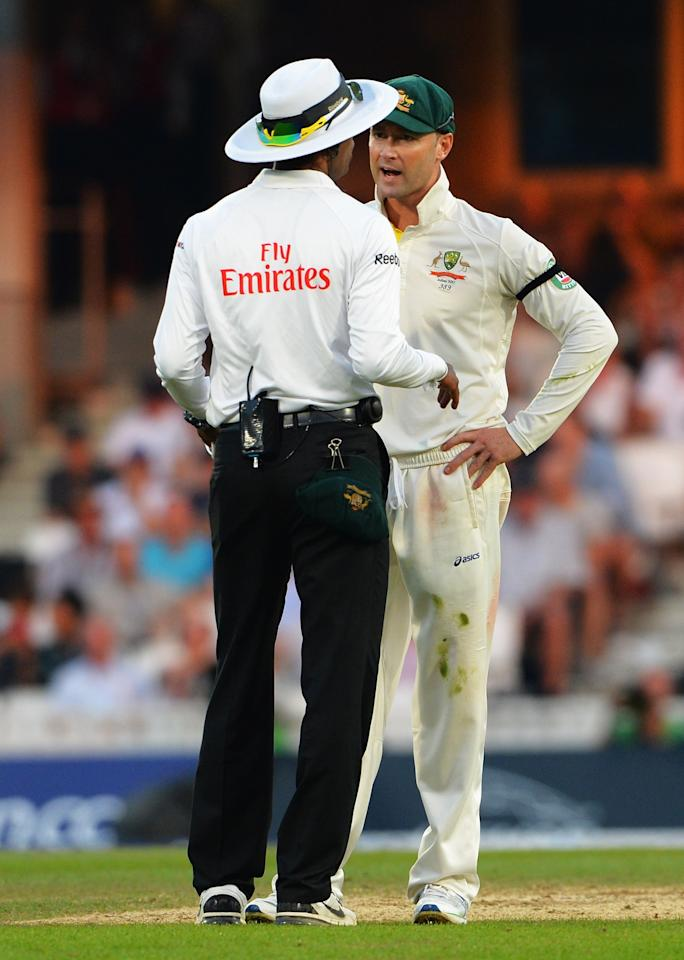 LONDON, ENGLAND - AUGUST 25: Michael Clarke of Australia talks to umpire Kumar Dharmasena during day five of the 5th Investec Ashes Test match between England and Australia at the Kia Oval on August 25, 2013 in London, England. (Photo by Shaun Botterill/Getty Images)