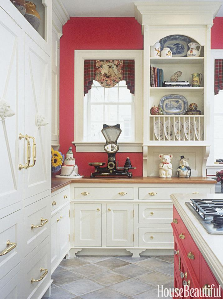 136 beautiful designer kitchens for every style for Beautiful kitchen colors