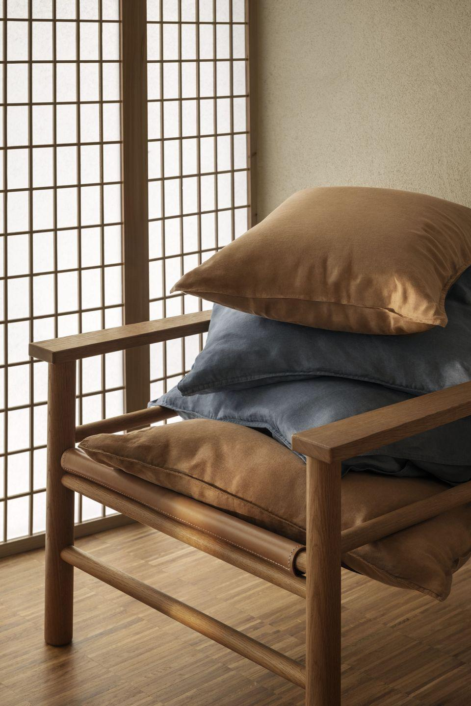 """<p>Pile cushions in a mix of quality fabrics on to the sofa for enhanced comfort and warmth.</p><p>When it comes to cushions, adding different textures and complementary colourways is an easy way to make your sofa or chairs feel sumptuous and inviting.</p><p><a class=""""link rapid-noclick-resp"""" href=""""https://go.redirectingat.com?id=127X1599956&url=https%3A%2F%2Fwww2.hm.com%2Fen_gb%2Fhome%2Fshop-by-product%2Fcushions.html&sref=https%3A%2F%2Fwww.prima.co.uk%2Fhome-ideas%2Fhome-accessories-buys%2Fg37325647%2Fhandm-home-autumn-collection%2F"""" rel=""""nofollow noopener"""" target=""""_blank"""" data-ylk=""""slk:Shop cushions & cushion covers at H&M"""">Shop cushions & cushion covers at H&M</a></p>"""