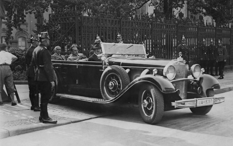 Hitler leaving the offices of German President Paul von Hindenburg after refusing the Vice-Chancellorship in 1932 - Keystone