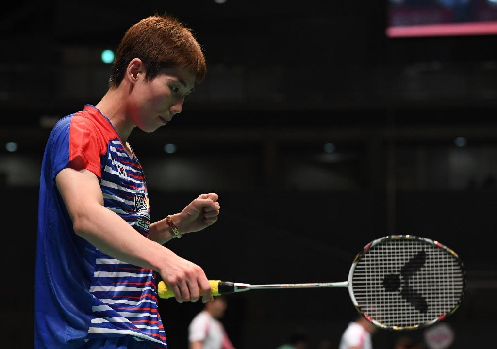 Son Wan-Ho of South Korea beats Lin Dan of China during their men's singles quarter-final match at the Japan Open Badminton Championships (AFP Photo/TOSHIFUMI KITAMURA)