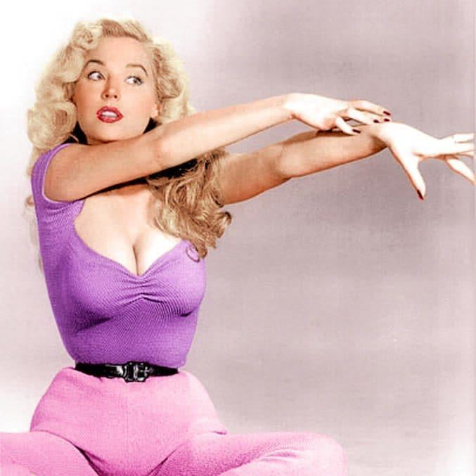 Betty Brosmer was known for her extraordinary hourglass figure - Pinterest