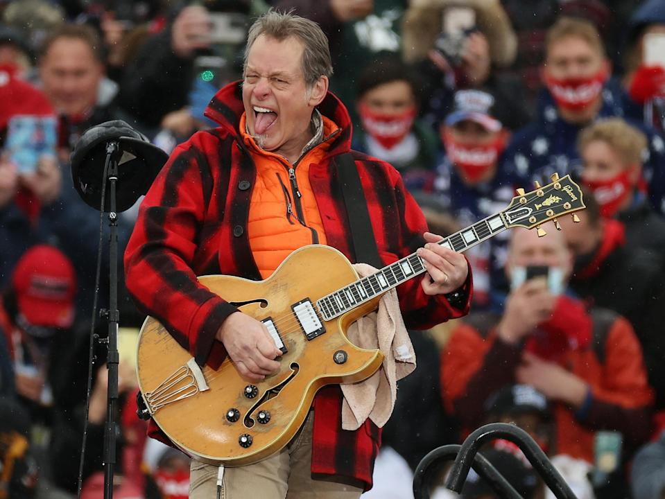 Ted Nugent performs 'The Star-Spangled Banner' during a Trump campaign rally in Lansing, Michigan (Ge (Getty)
