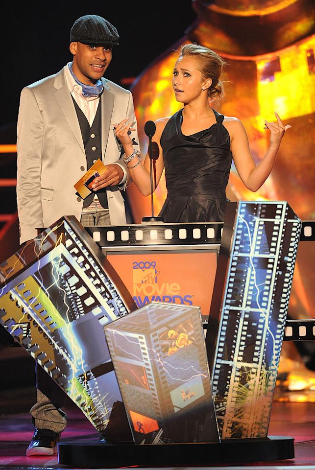 """Big Pak and <a href=""""http://movies.yahoo.com/movie/contributor/1800019797"""">Hayden Panettiere</a> present the award for Best WTF Moment during the 18th Annual MTV Movie Awards - 05/31/2009"""