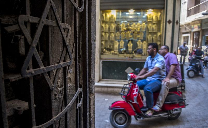 Egyptians ride a scooter past a Star of David decorating the door of a home in the Jewish quarter of the Egyptian capital, Cairo, on June 25, 2015 (AFP Photo/Khaled Desouki)
