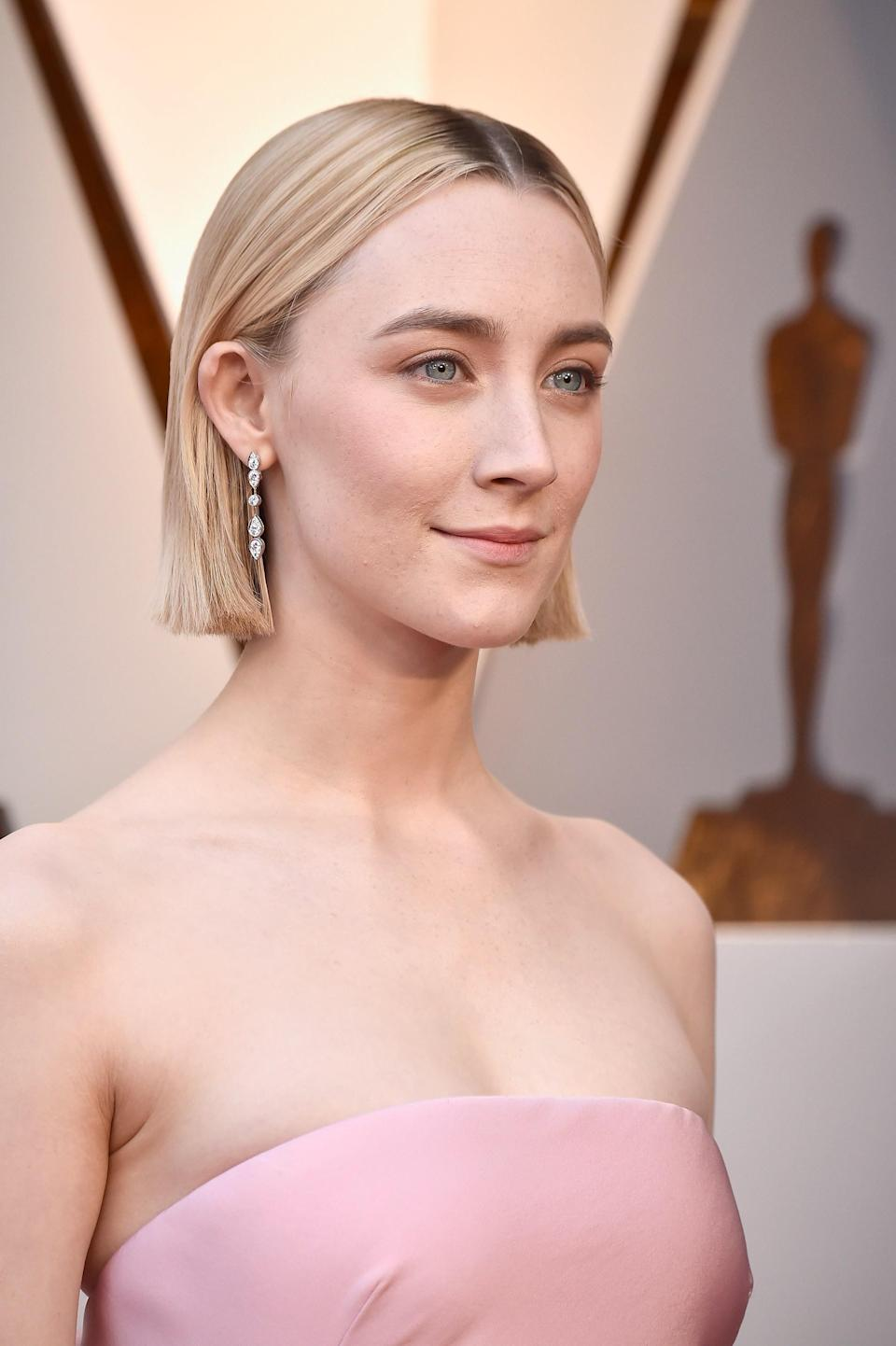 Hairstylist Adir Abergel shares the details as well as behind-the-scenes images of Saoirse Ronan's Oscar 2018 haircut.