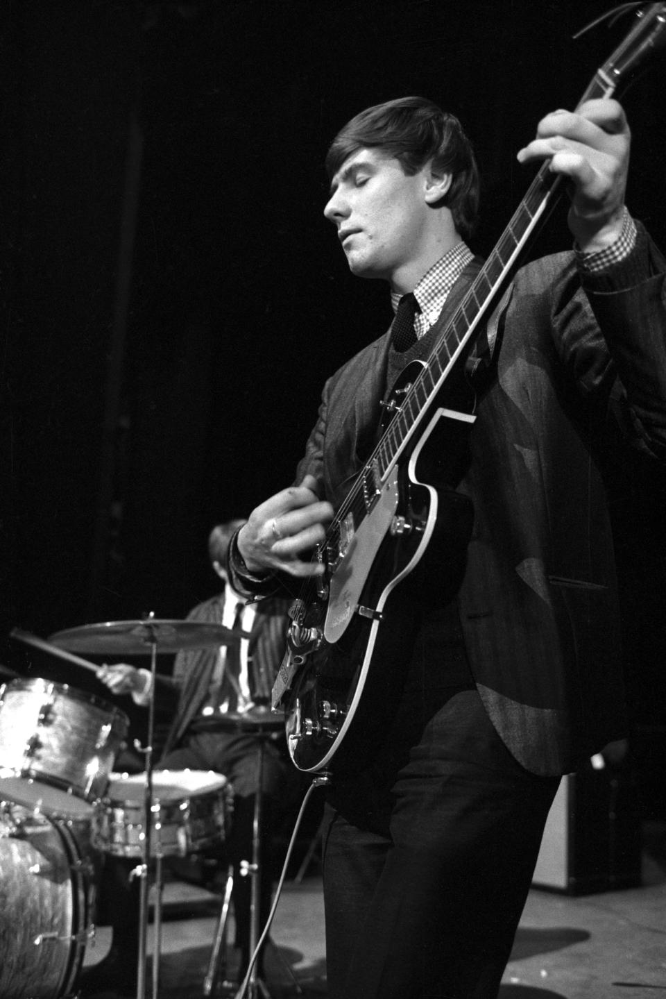 Hilton Valentine performing with the animals in 1964