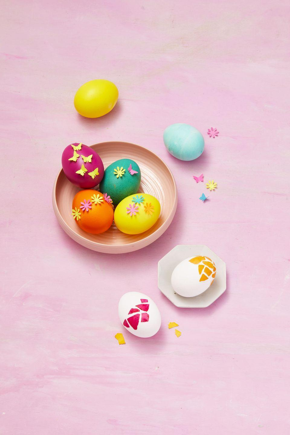 <p>Accidentally break one of your beautifully dyed eggs? Don't stress! Using craft glue, attach the broken pieces onto a plain egg in an artsy mosaic motif.<br></p>
