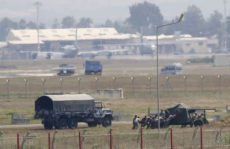 Turkish soldiers position an anti-aircraft gun at Incirlik airbase in the southern city of Adana, Turkey, July 27, 2015. REUTERS/Murad Sezer