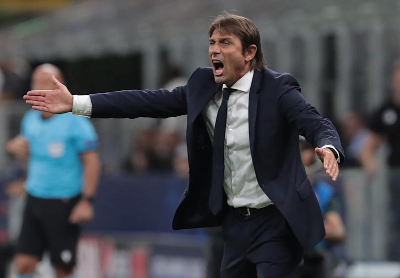 MILAN, ITALY - SEPTEMBER 17: FC Internazionale coach Antonio Conte shouts to his players during the UEFA Champions League group F match between FC Internazionale and Slavia Praha at Giuseppe Meazza Stadium on September 17, 2019 in Milan, Italy. (Photo by Emilio Andreoli/Getty Images)